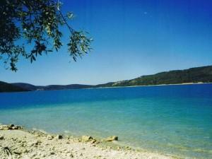photo du bord du lac aux Salles sur Verdon
